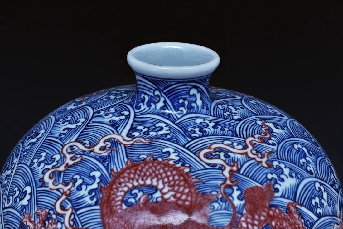 RED DRAGON ON BLUE & WHITE MEIPING VASE ON STAND - 3