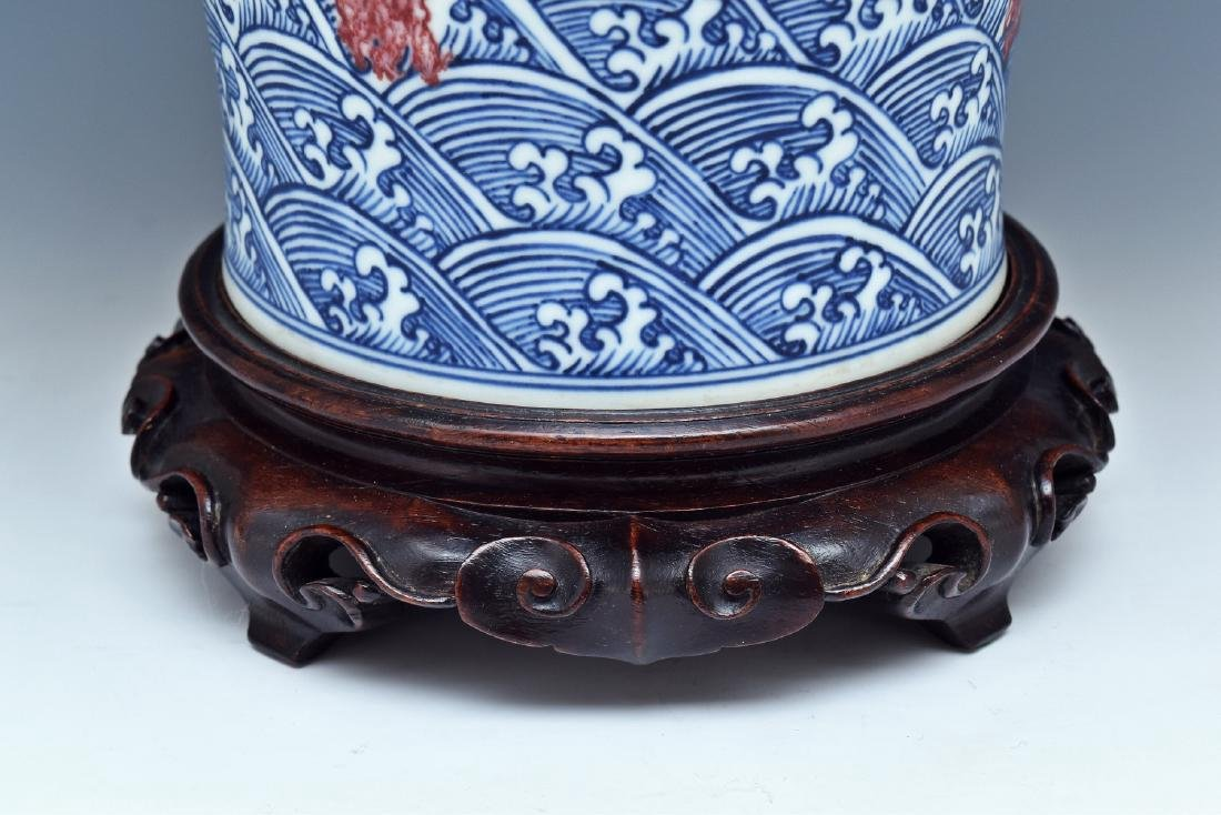 RED DRAGON ON BLUE & WHITE MEIPING VASE ON STAND - 5