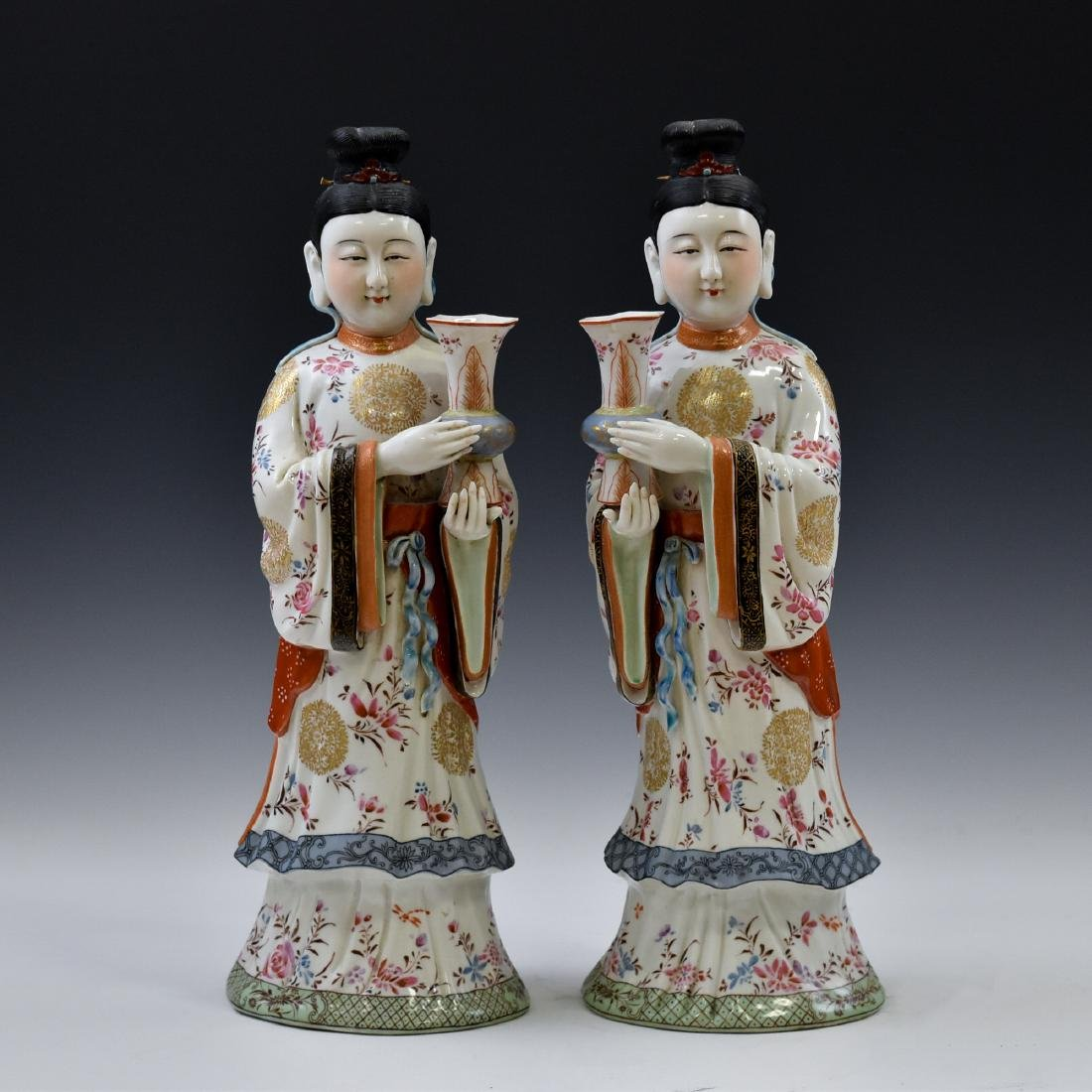 20TH C PAIR OF CHINESE FAMILLE ROSE PORCELAIN FIGURINES