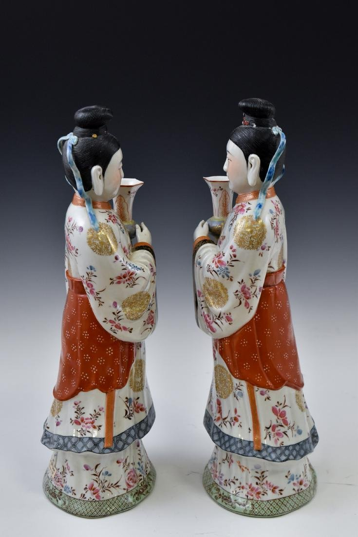 20TH C PAIR OF CHINESE FAMILLE ROSE PORCELAIN FIGURINES - 2