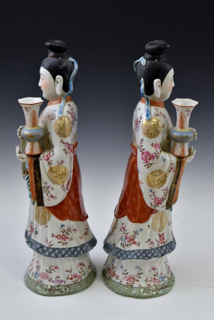 20TH C PAIR OF CHINESE FAMILLE ROSE PORCELAIN FIGURINES - 4