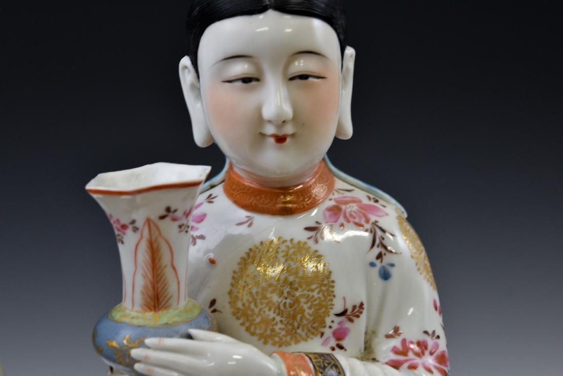 20TH C PAIR OF CHINESE FAMILLE ROSE PORCELAIN FIGURINES - 8