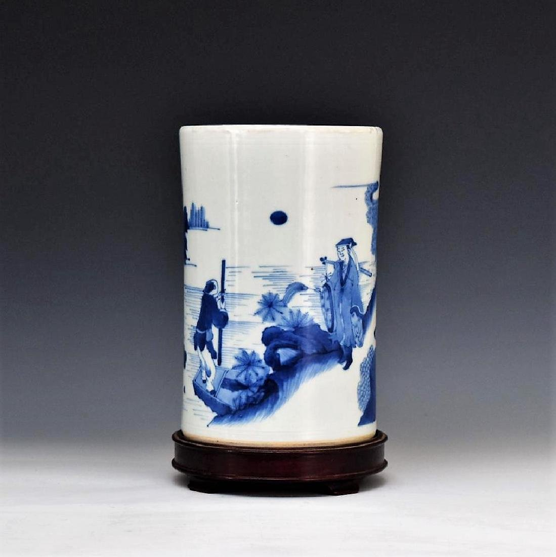 BLUE AND WHITE PORCELAIN BRUSH POT ON STAND