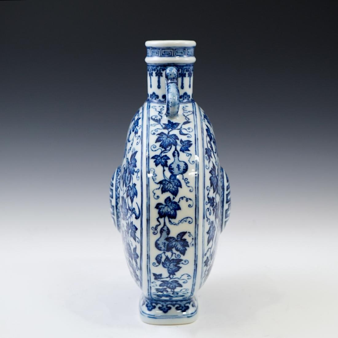 VERY FINE QIANLONG BLUE AND WHITE PORCELAIN MOON FLASK - 4