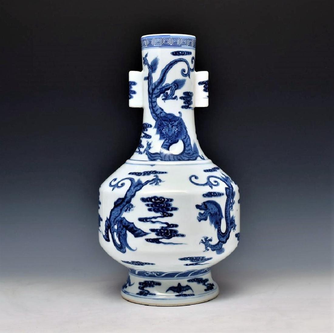 BLUE & WHITE DRAGON CHINESE ARROW VASE