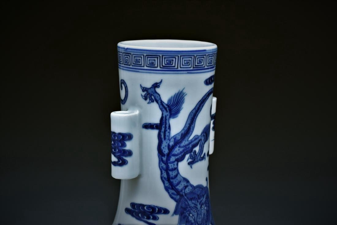 BLUE & WHITE DRAGON CHINESE ARROW VASE - 3