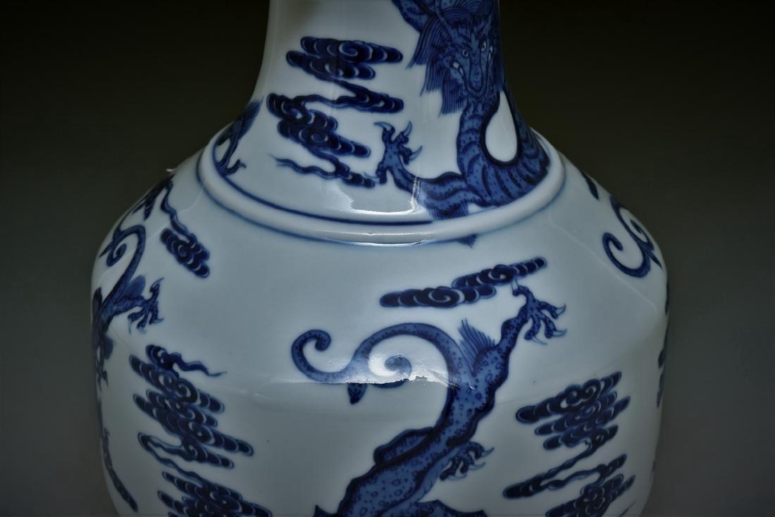 BLUE & WHITE DRAGON CHINESE ARROW VASE - 4