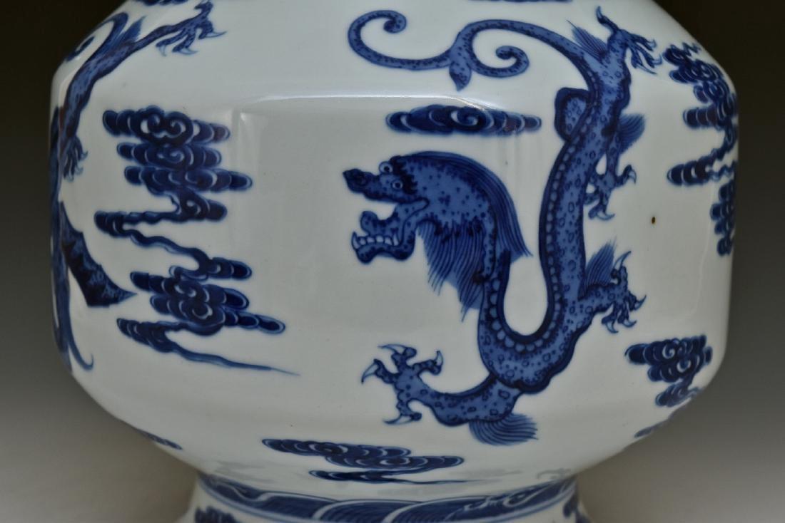 BLUE & WHITE DRAGON CHINESE ARROW VASE - 6