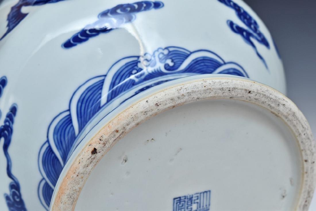 BLUE & WHITE DRAGON CHINESE ARROW VASE - 9
