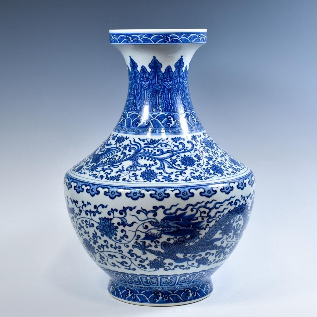 LARGE CHINESE BLUE & WHITE DRAGON LOTUS ARROW VASE - 2
