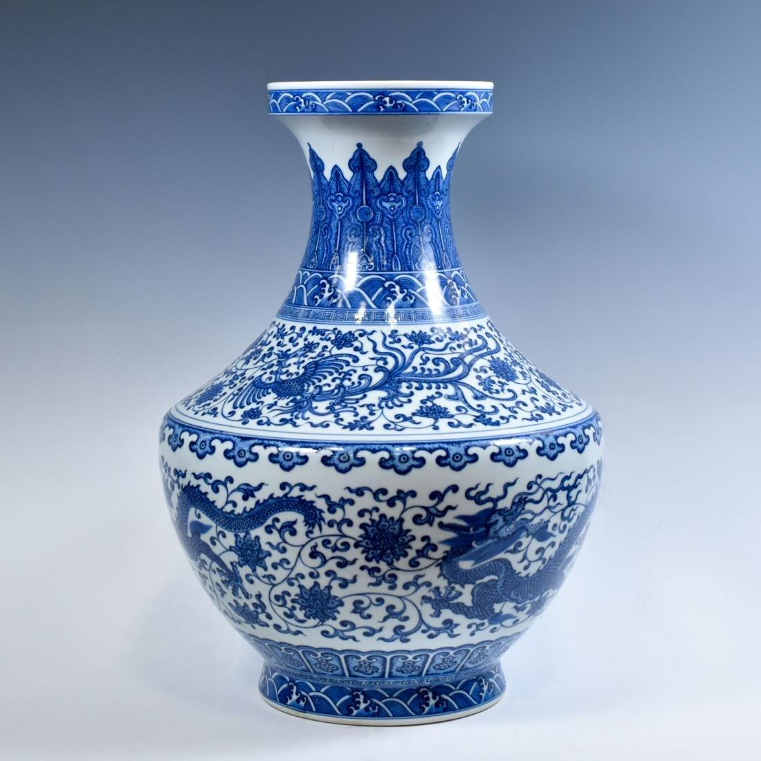 LARGE CHINESE BLUE & WHITE DRAGON LOTUS ARROW VASE - 3