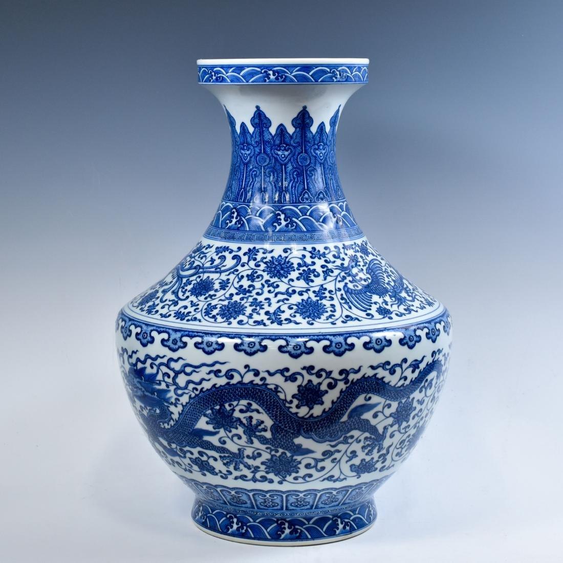 LARGE CHINESE BLUE & WHITE DRAGON LOTUS ARROW VASE - 4