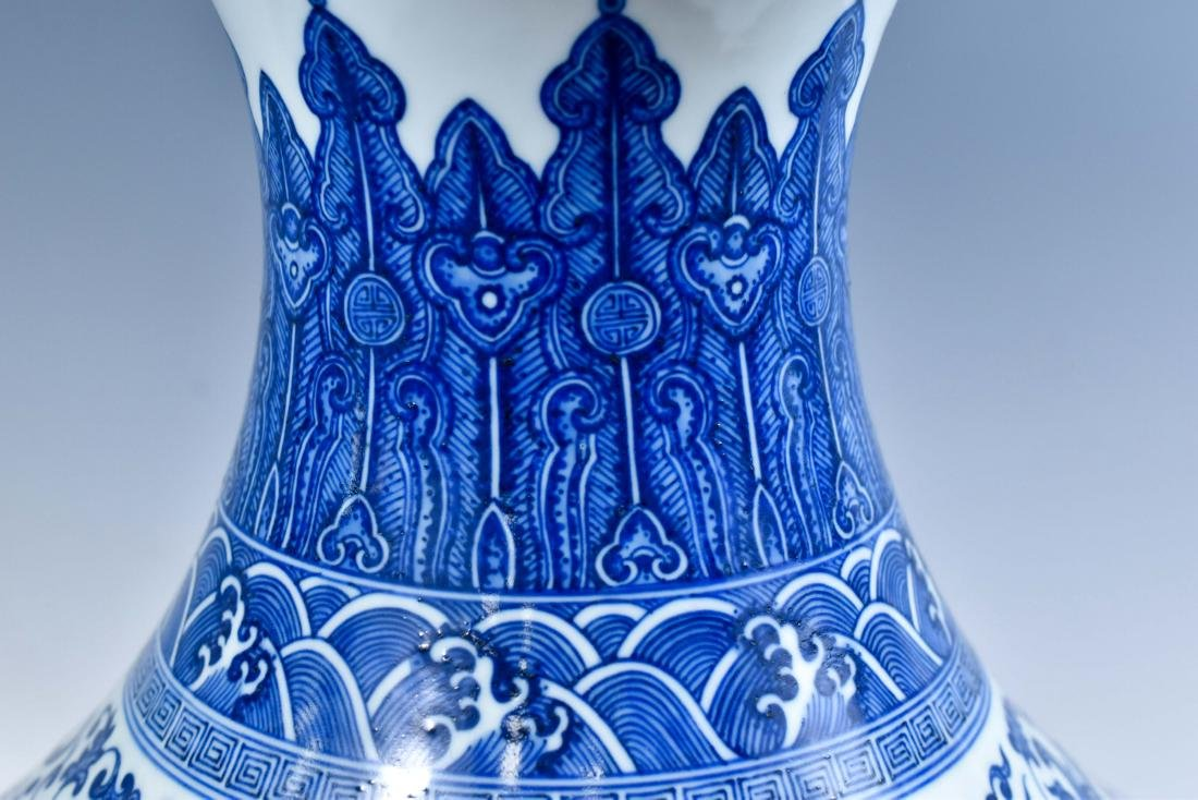 LARGE CHINESE BLUE & WHITE DRAGON LOTUS ARROW VASE - 6