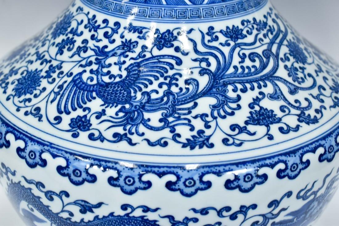 LARGE CHINESE BLUE & WHITE DRAGON LOTUS ARROW VASE - 7