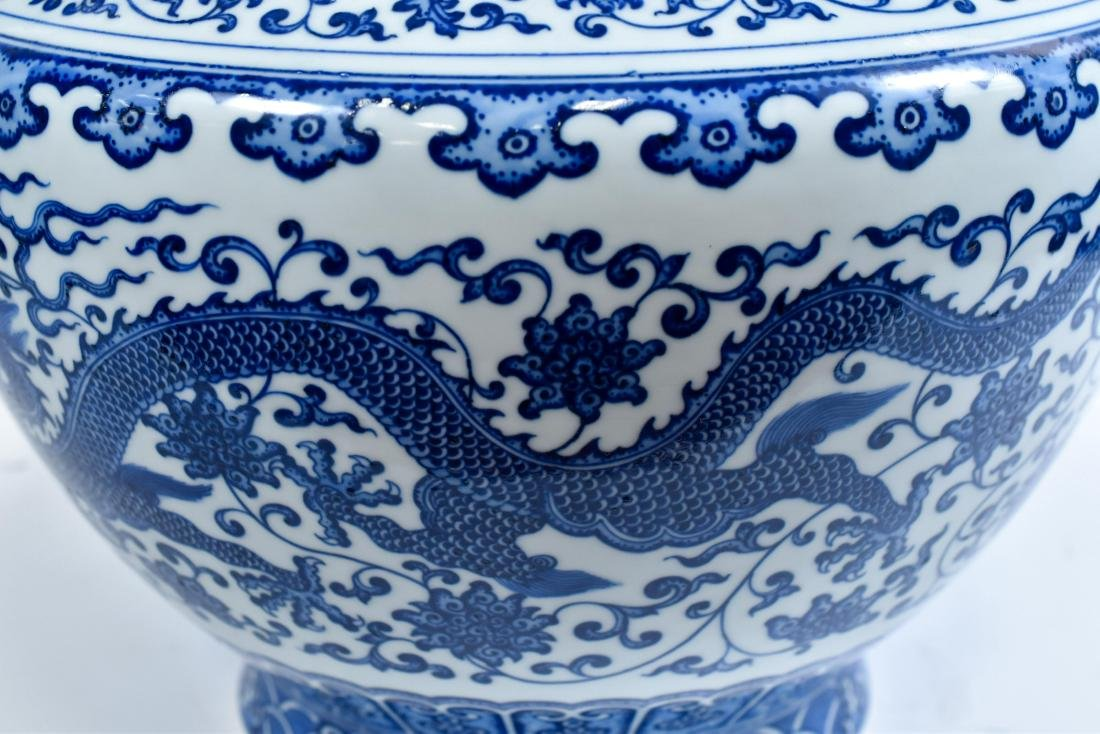 LARGE CHINESE BLUE & WHITE DRAGON LOTUS ARROW VASE - 8