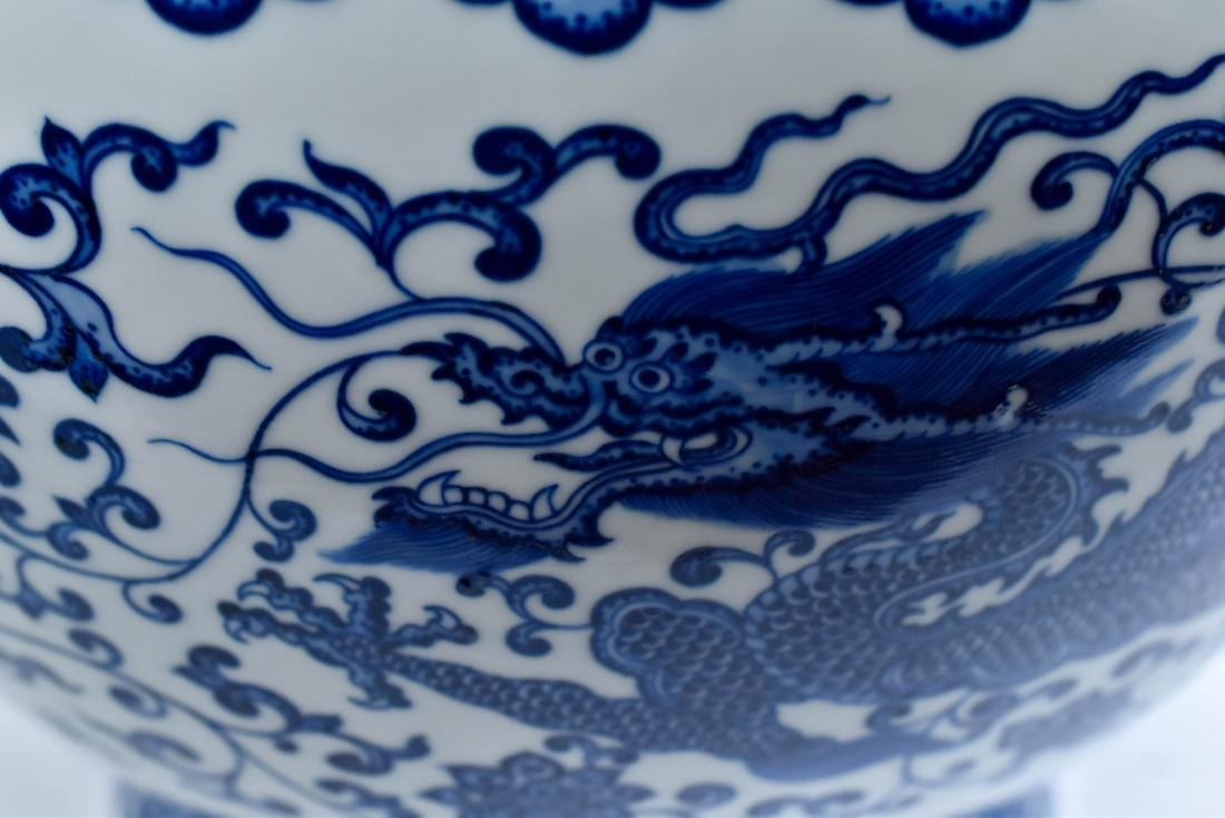 LARGE CHINESE BLUE & WHITE DRAGON LOTUS ARROW VASE - 9