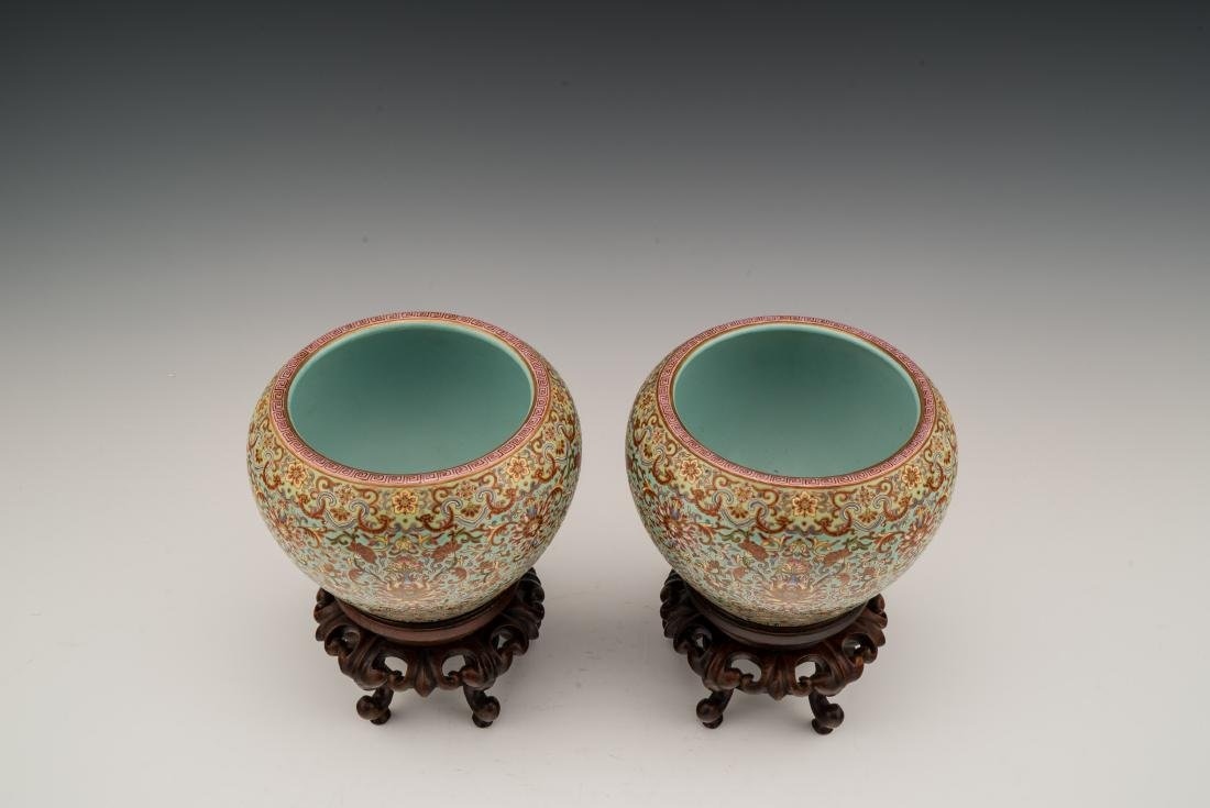 PAIR OF QING FAMILLE ROSE JARS ON STAND - 2