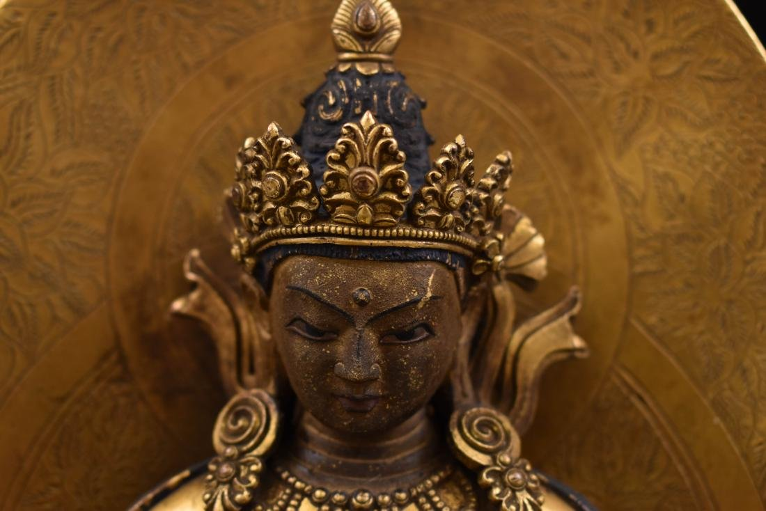 QING GILT BRONZE BUDDHA FIGURE OF VAJRADHARA & AUREOLA - 11