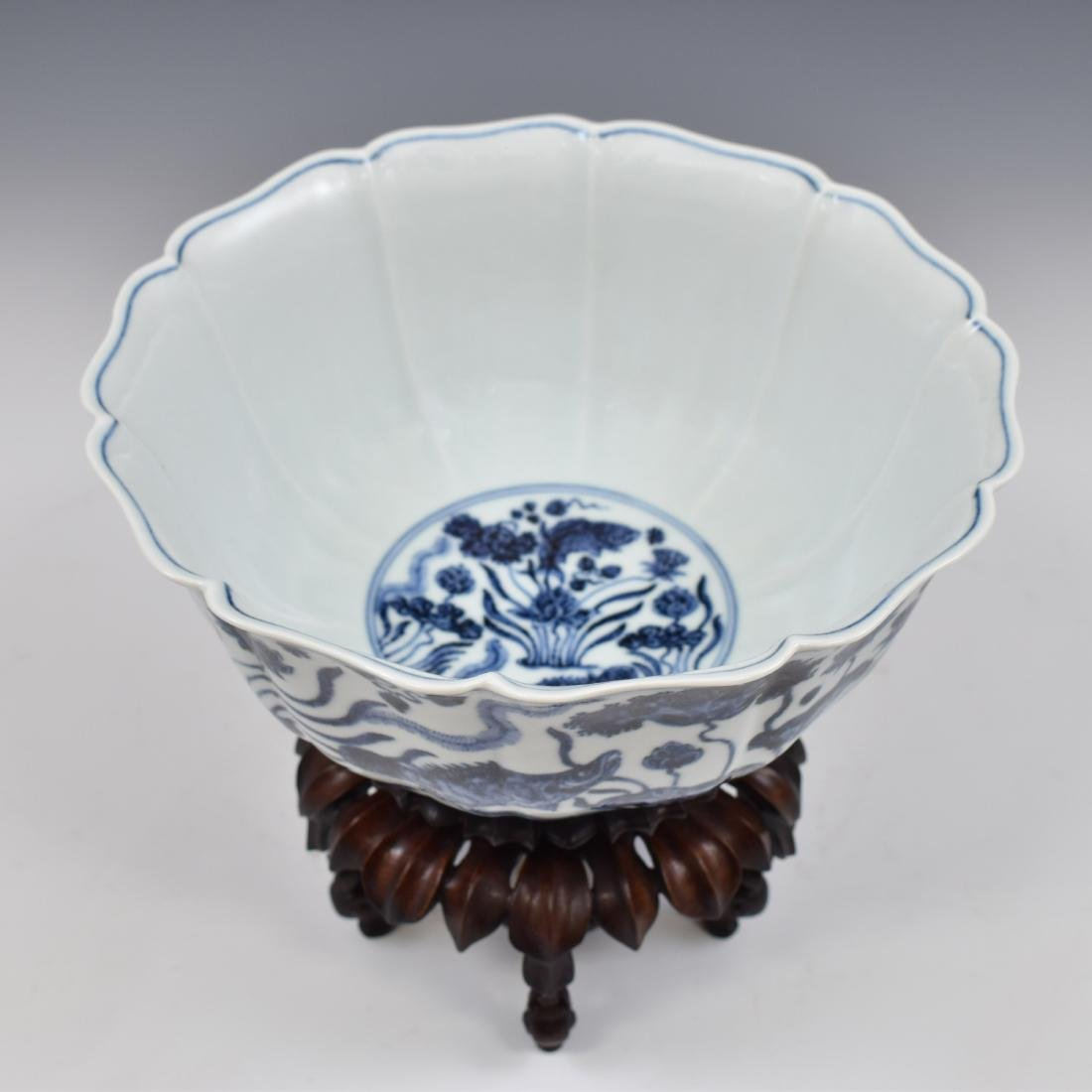 MING BLUE & WHITE CARP MOTIF BOWL ON STAND - 4