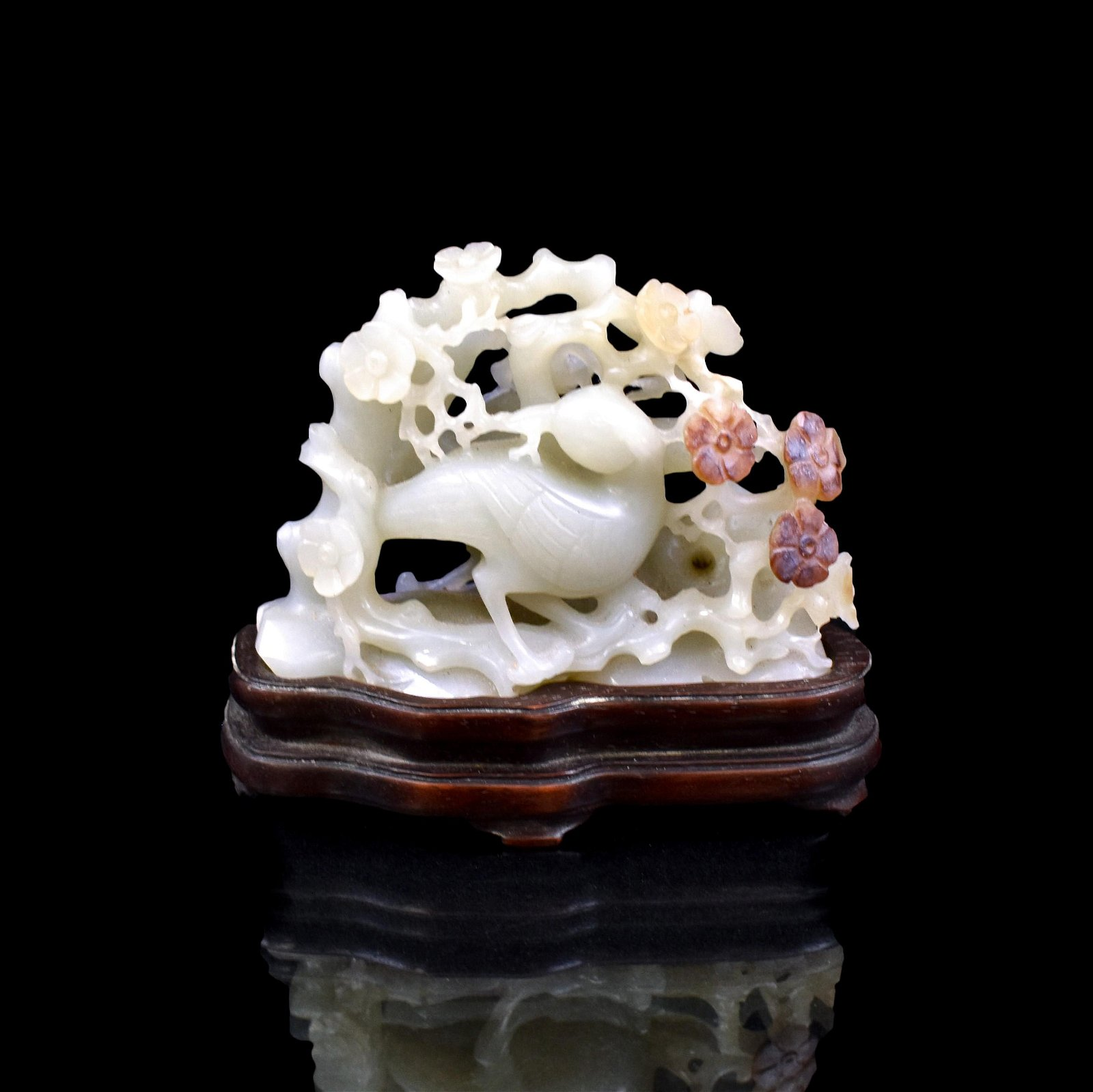 CHINESE CARVED JADE OF MAGPIE ON STAND