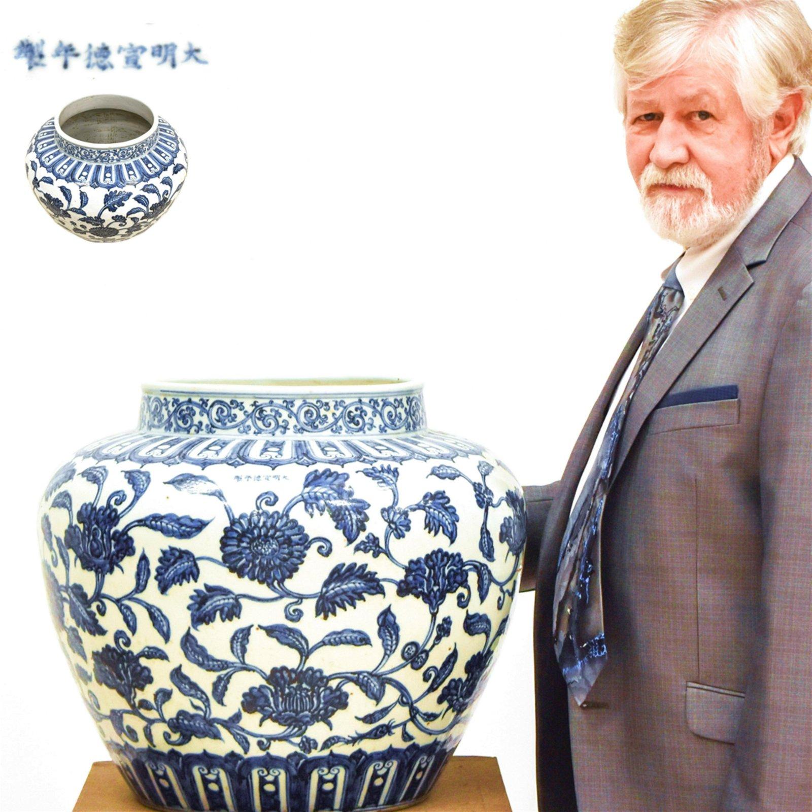 MING XUANDE BLUE & WHITE CHRYSHANTEMUMN JAR