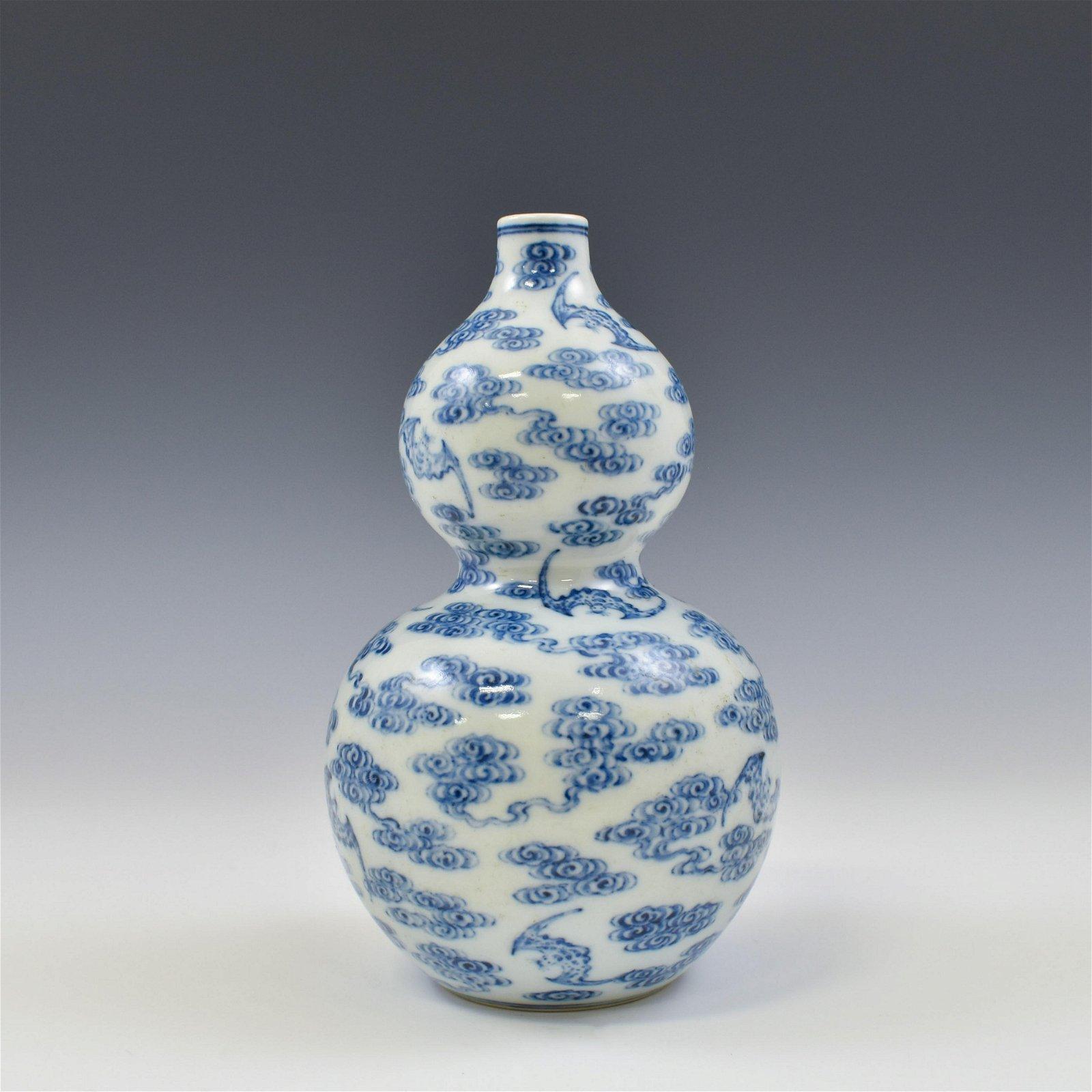 QIANLONG BLUE AND WHITE RUYI CLOUD DOUBLE GOURD VASE