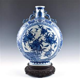 QIANLONG BLUE & WHITE PORCELAIN MOON VASE ON STAND