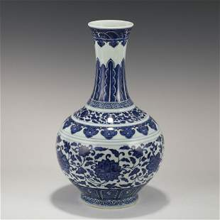 GUANGXU BLUE & WHITE WRAPPED FLORAL REWARD VASE