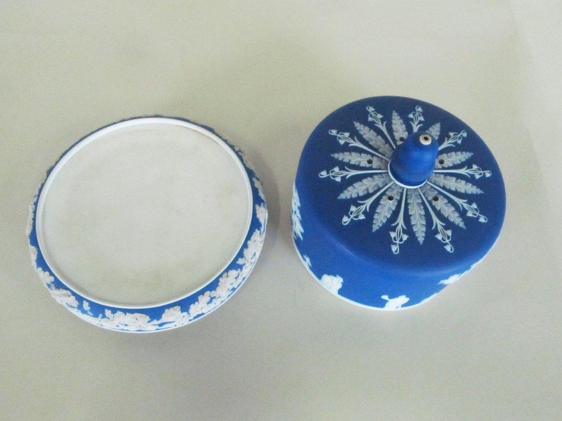 Wedgewood Jasper ware covered cake plate. - 10