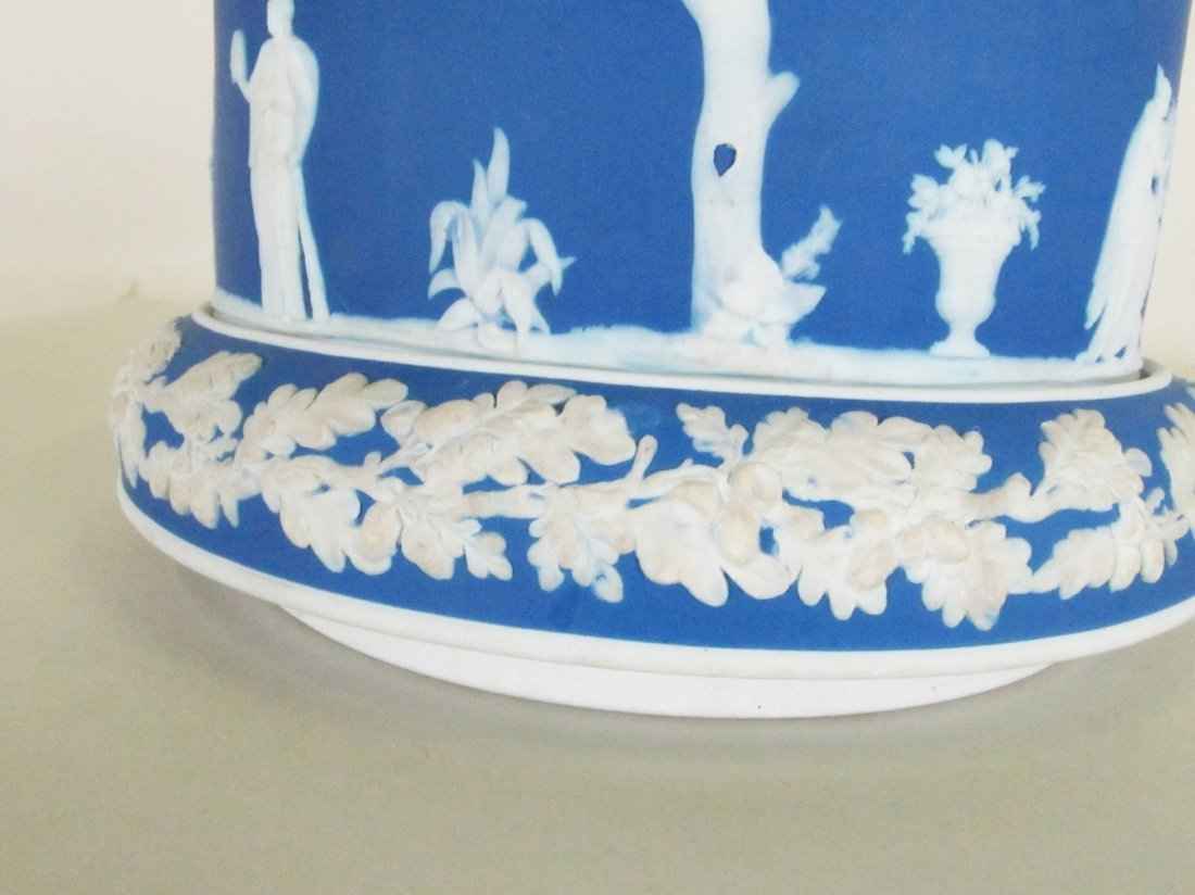 Wedgewood Jasper ware covered cake plate. - 4
