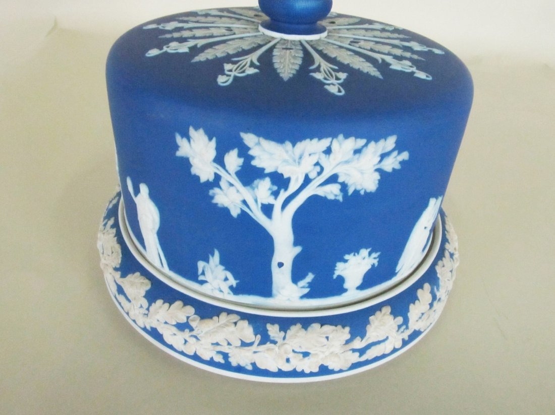 Wedgewood Jasper ware covered cake plate. - 5