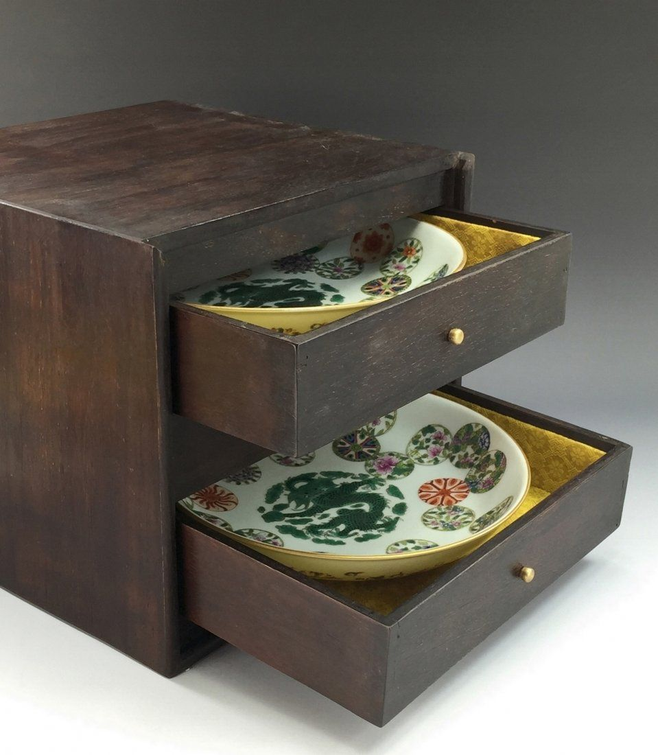 PAIR OF 19TH DAOGUANG PLATES IN ZITAN BOX