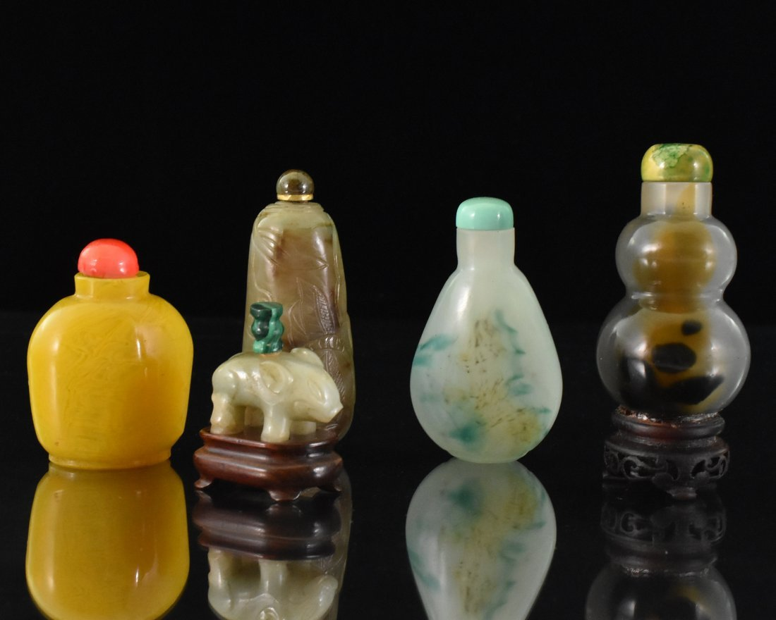 SET OF 5 PCS 19TH C. CARVED JADE AND PEKING GLASS SNUFF