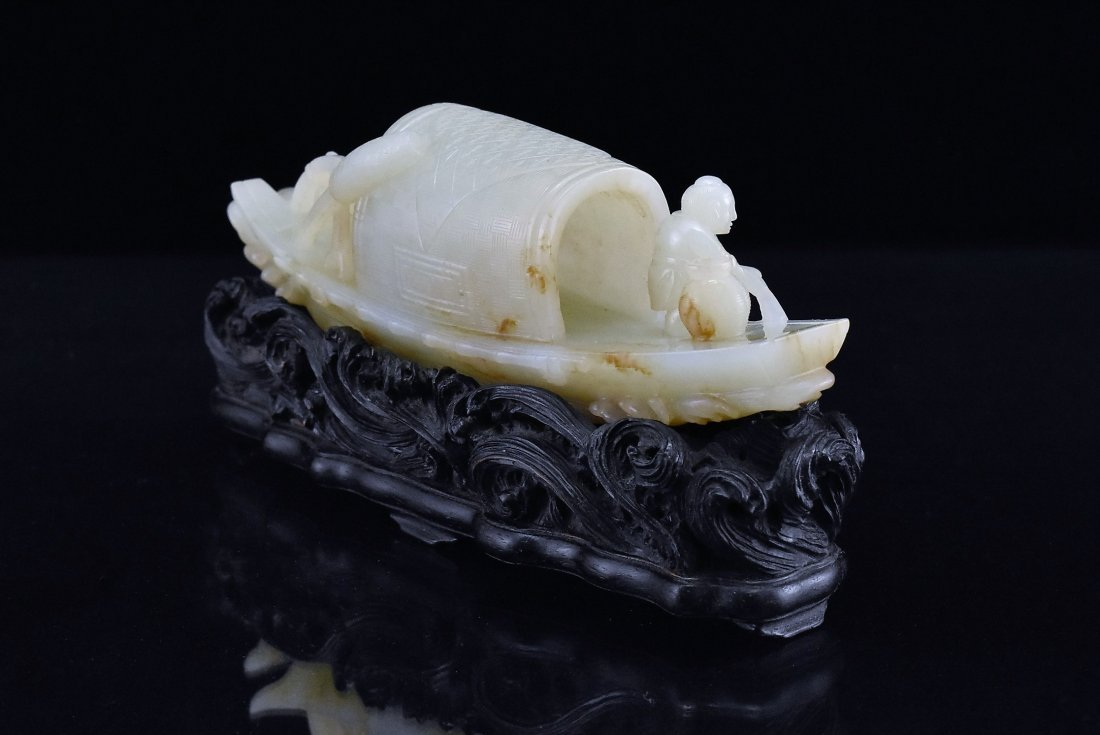 A CARVED CHINESE JADE MODEL OF FIGURES ON BOAT - 3