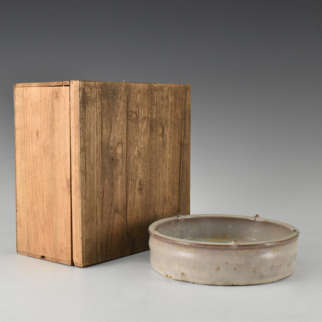 GUAN TYPE BOWL WITH WOODEN BOX