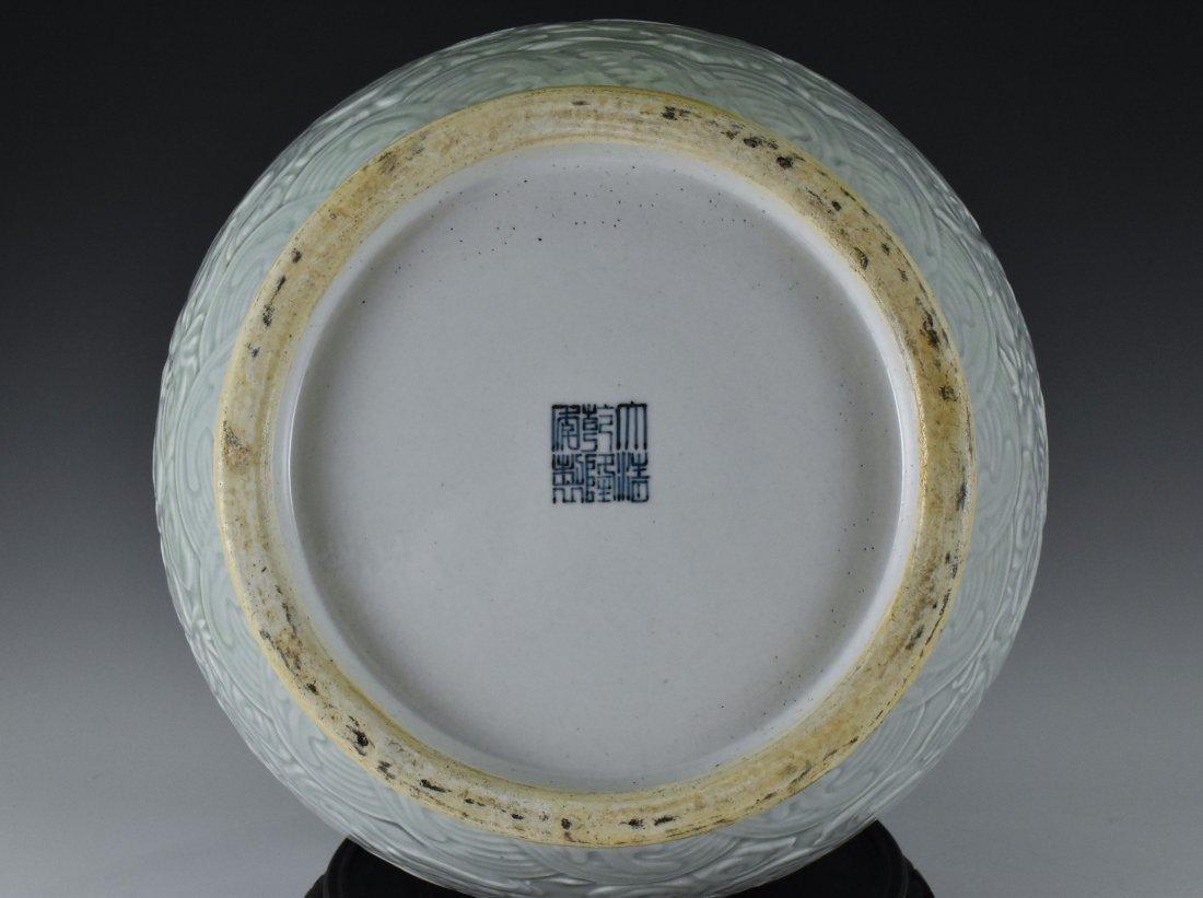 BLUE AND WHITE MEDALLION SGRAFIATTO CELADON ZUN VASE - 8