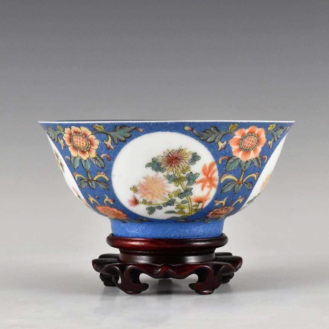 SGRAFFITO FLORAL MEDALLION BOWL ON STAND