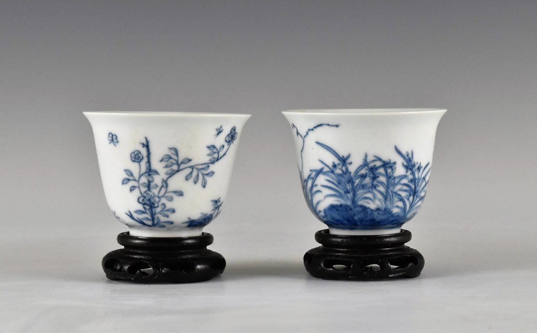 PAIR OF CHINESE MONTH PORCELAIN WINE CUPS ON STAND