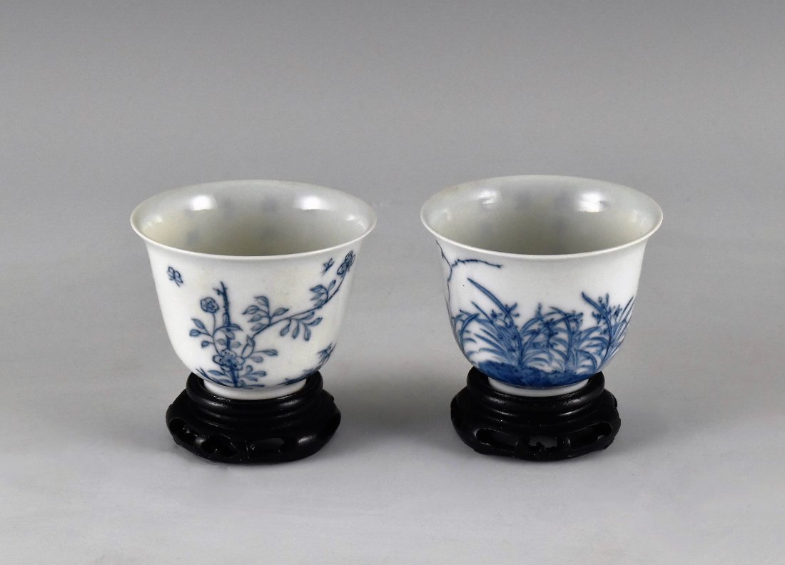PAIR OF CHINESE MONTH PORCELAIN WINE CUPS ON STAND - 2