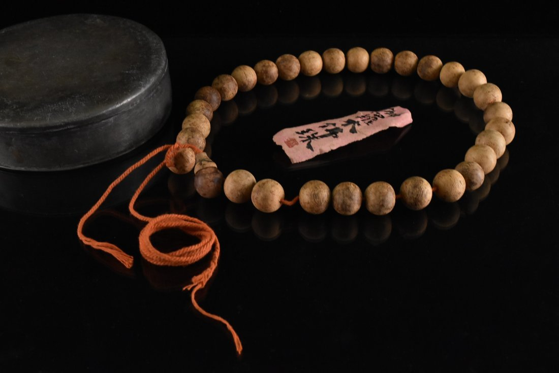 IMPORTANT CHENXIANG WOOD BEADS BRACELET - 2