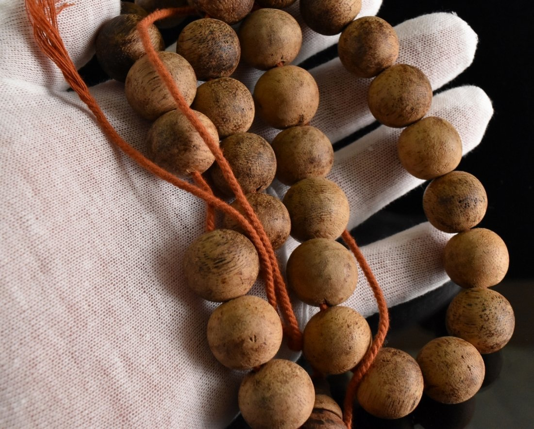 IMPORTANT CHENXIANG WOOD BEADS BRACELET - 9