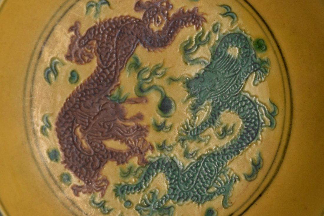 A PAIR OF JIAQING SANCAI 'DRAGON' DISHES - 3