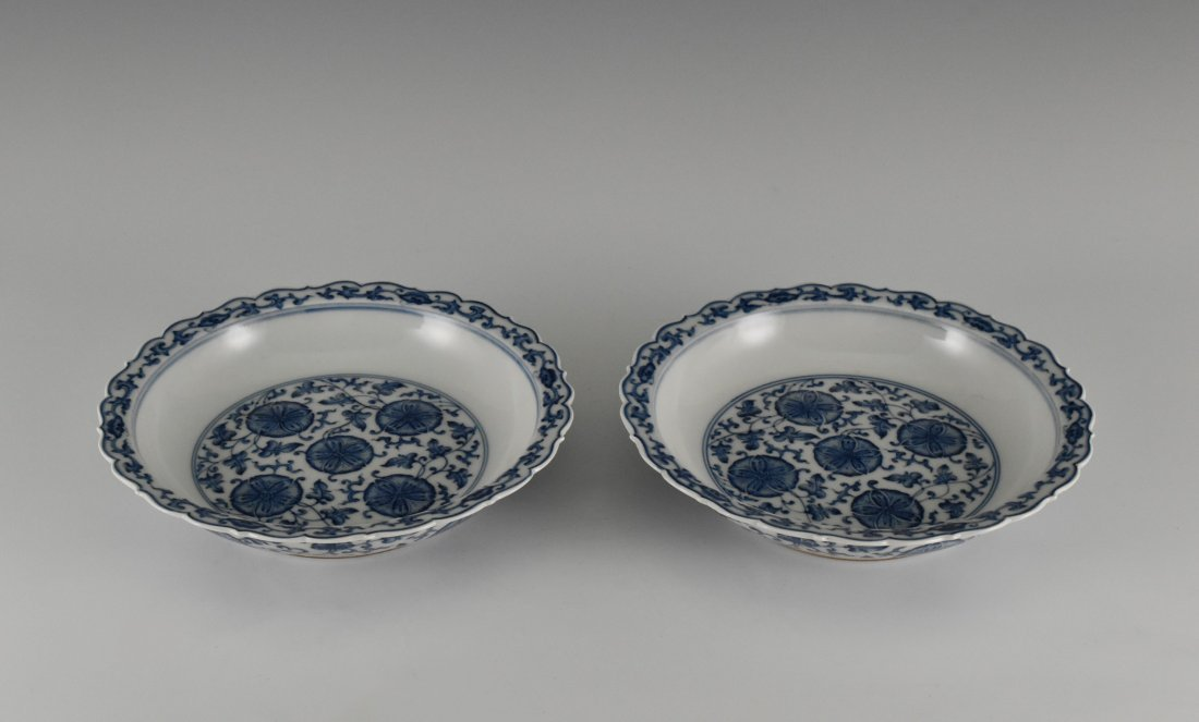 PAIR OF MORNING GLORY MOTIF SCALLOPED RIM DISHES - 9