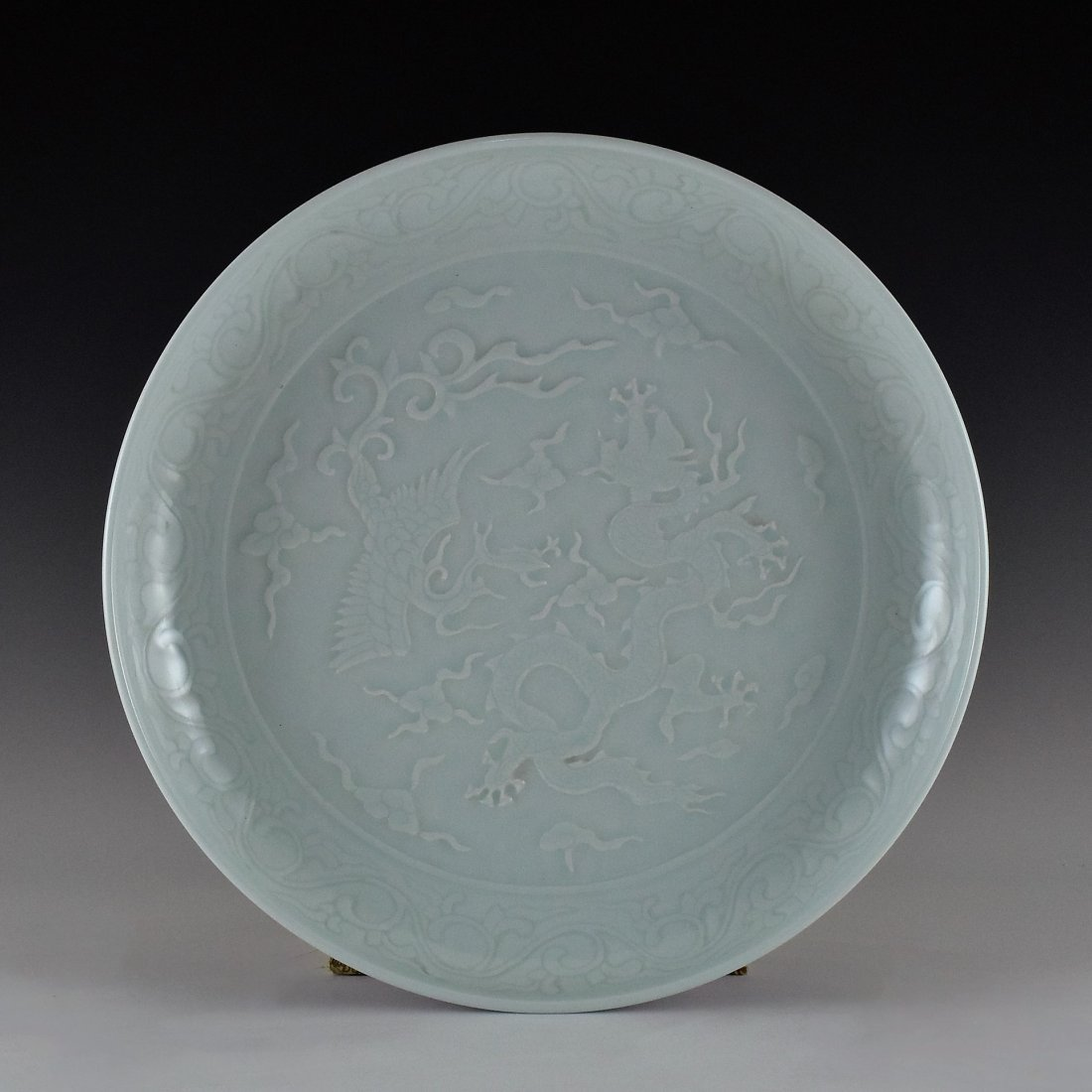 XUANDE DRAGON AND PHOENIX SGRAFFIATO PORCELAIN CHARGER