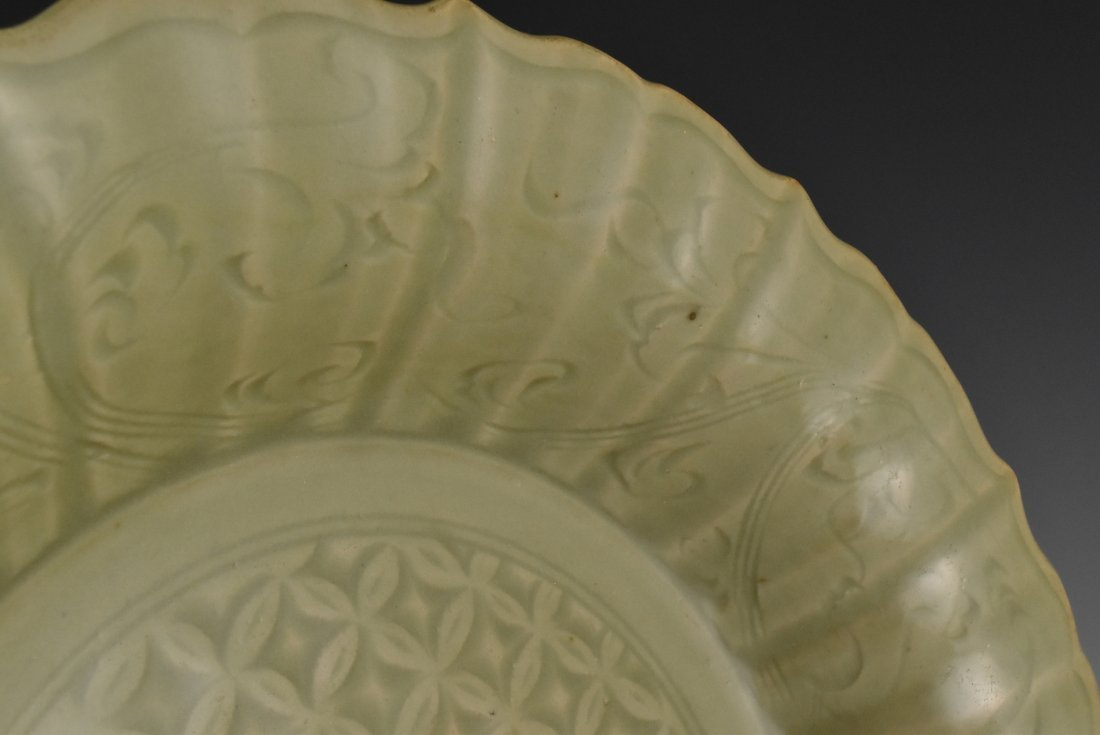 MING DYNASTY FLORAL MOTIF LONGQUAN CELADON PLATE - 10