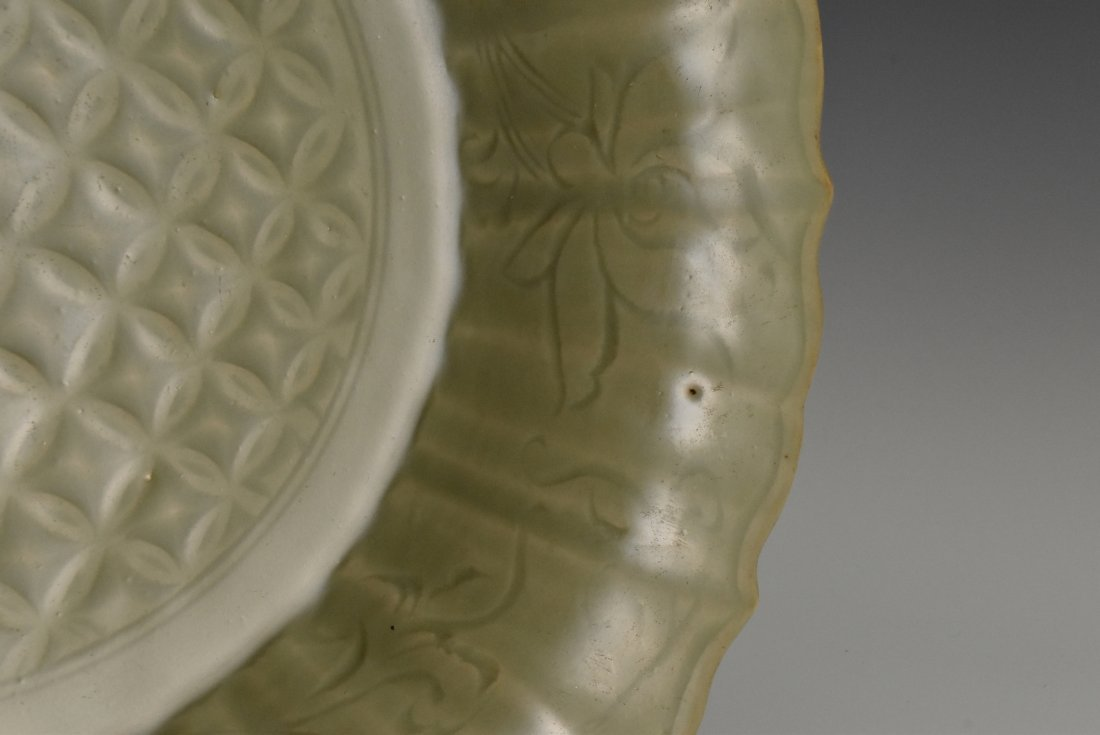 MING DYNASTY FLORAL MOTIF LONGQUAN CELADON PLATE - 9