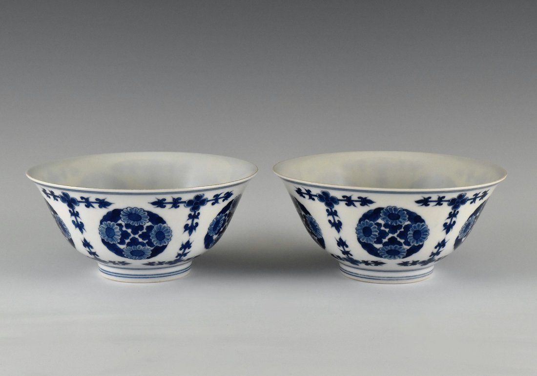 PAIR OF CHRYSANTHEMUMN MEDALLION BOWLS