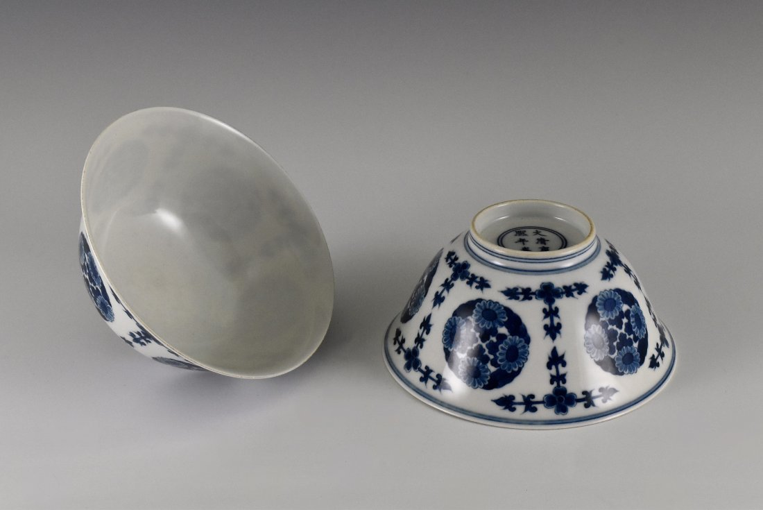PAIR OF CHRYSANTHEMUMN MEDALLION BOWLS - 2