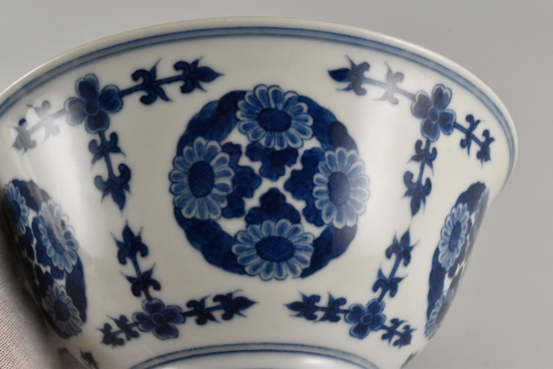 PAIR OF CHRYSANTHEMUMN MEDALLION BOWLS - 8