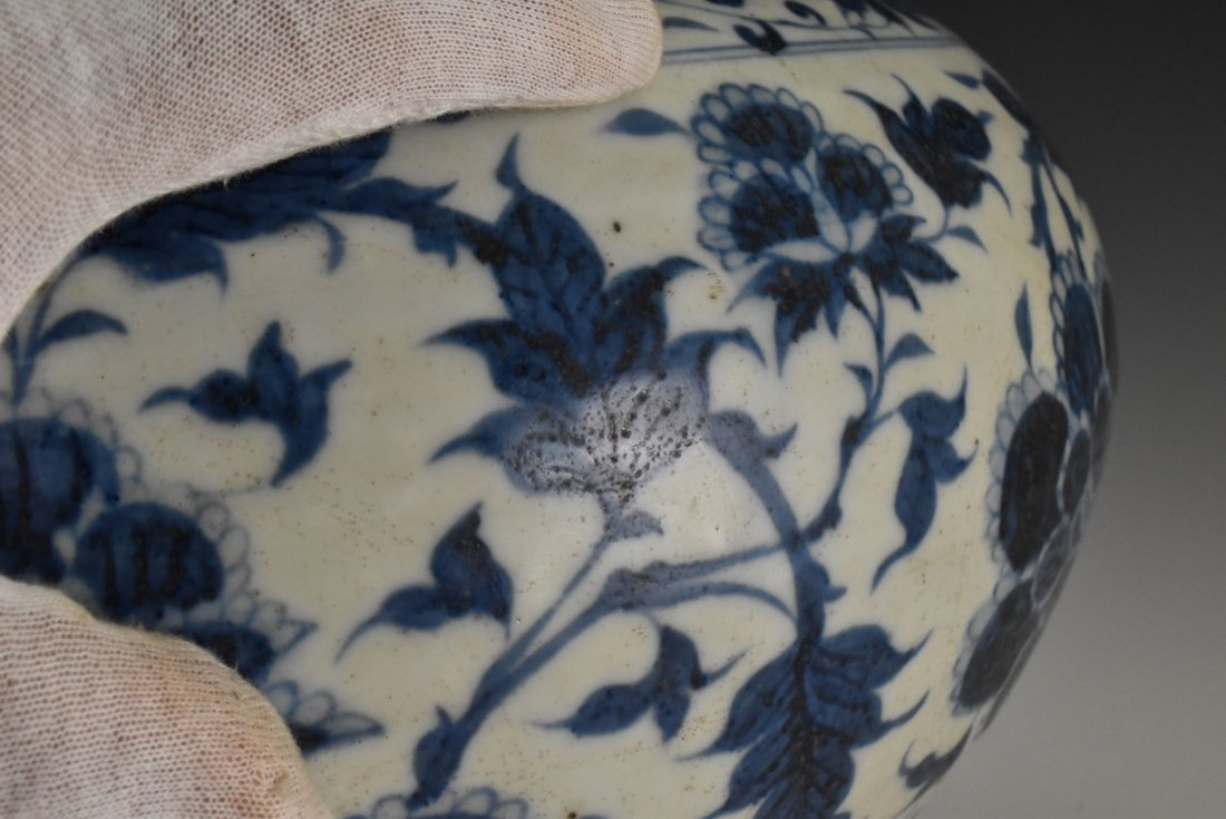 MING BLUE AND WHITE FLORAL MOTIF JAR ON STAND - 10
